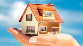 Speriati de riscurile la care le sunt expuse casele, tot mai multi romani le asigura. Crestere de 3,89% la asigurarile obligatorii