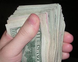 Fluxul net de investitii straine a fost de peste 2,13 miliarde euro in 2012. Capitala a atras aproape doua treimi din bani