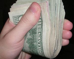 MasterCard: Trei romani din patru considera ca bancnotele nu sunt igienice