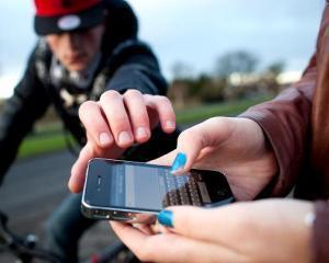Cat bani poti sa primesti pe un telefon mobil mai vechi?