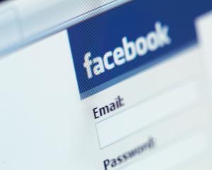 Raport Facebook: Cati utilizatori din Romania au fost monitorizati de autoritati