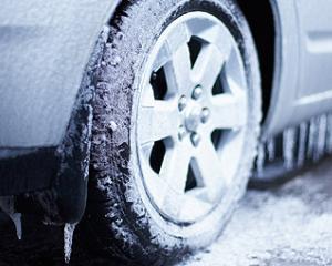 Soferii sunt obligati sa monteze cauciucurile de iarna inainte de 1 noiembrie: ce amenzi risca
