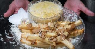 Excentricitati culinare: Aceasta portie de cartofi e cea mai scumpa din lume. Ce primesti in farfurie, pentru 200 de dolari