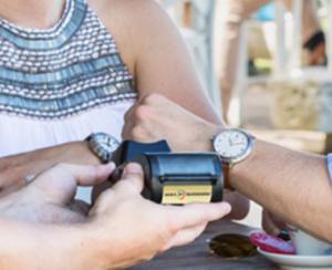 Banca Transilvania lanseaza un ceas pentru plati contactless