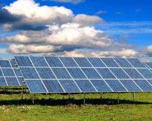 Cea mai mare centrala solara din lume urmeaza sa fie construita in Romania. De ce se opun fabricile de vin din regiune