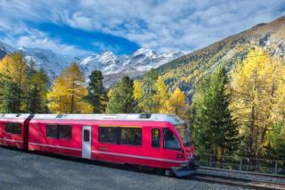 Trenurile si vagoanele CFR Calatori pot fi inchiriate in regim charter. Agentiile de turism pot vinde si bilete cu trenul