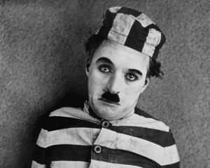 16 decembrie 1913 - Charlie Chaplin si-a inceput cariera in film cu un salariu de 150 dolari pe saptamana