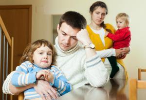 O familie de la oras, cu doi copii, traieste rezonabil cu 2.600 de lei, a decis Comisia de Insolventa la Nivel Central (CINC)
