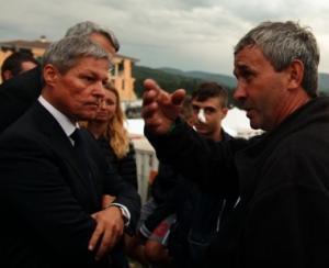 Premierul Ciolos viziteaza comunitatea de romani afectata de cutremurul din Italia