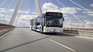 Bucurestenii vor circula, din nou, cu autobuze Mercedes. Numai constructorul german a depus oferta pentru 130 de autobuze hibride