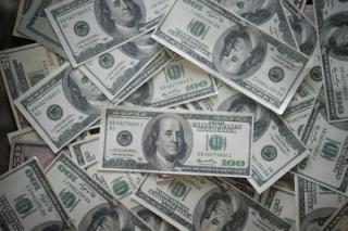 Gafa istorica: O banca a transferat din greseala 900 de milioane de dolari. O buna parte din bani nu mai poate fi recuperata