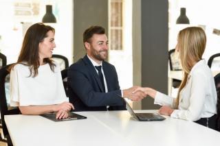 Cum gestionezi cel mai eficient relatiile cu clientii?