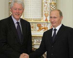 "Bill Clinton l-a acuzat pe Vladimir Putin ca incearca sa restabileasca ""maretia Rusiei"""