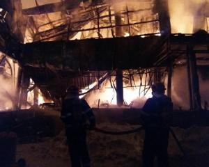 Clubul Bamboo a luat foc. Zeci de tineri au ajuns la spital. Cladirea s-a prabusit in timpul incendiului