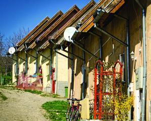 Cei care fac cumparaturi intr-un hipermarket din Cluj pot sa doneze direct la casa pentru sustinerea proiectelor Habitat for Humanity Cluj