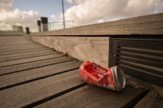 Gigantii afacerilor capituleaza in fata pandemiei: Coca-Cola concediaza in masa angajati