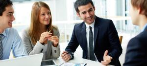 Codul bunelor maniere in business: 5 semne ale limbajului nonverbal pe care trebuie sa le ascunzi la intalnirile de afaceri