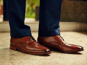 Codul bunelor maniere in business: Pantofii potriviti in mediul profesional