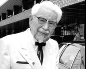 Costumul alb al fondatorului KFC, Colonelul Sanders, va fi scos la vanzare