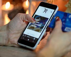 Comert online: factorii principali care influenteaza comportamentul consumatorilor