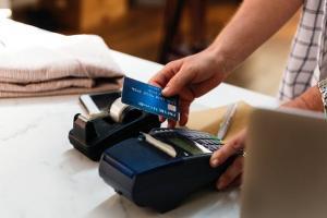 Comisia Europeana a amendat Mastercard cu 570 de milioane de euro