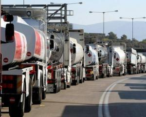 Comisia Europeana va hotari soarta accizei din Romania, dar carburantii tot se scumpesc