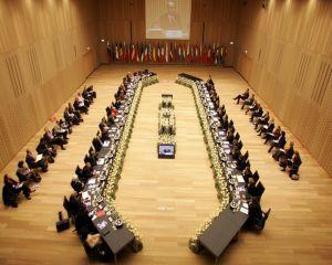 Comisia Europeana amendeaza 8 institutii financiare cu 1,7 miliarde de euro