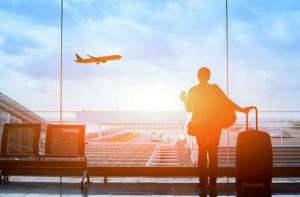 Companiile aeriene le platesc romanilor pana la 600 de euro lunar, pentru zborurile anulate sau intarziate