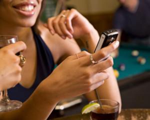 Bitdefender avertizeaza: conectarea la retelele publice de Wi-Fi ajuta hackerii sa copieze datele personale