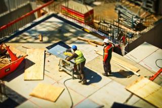 Zeci de milioane de euro ajutor de stat pentru firmele din constructii
