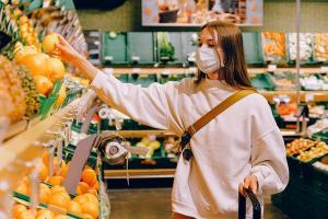 In contextul pandemiei, romanii si-au majorat cu 14% cheltuielile de consum
