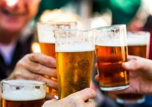 Romanii, in topul celor mai impatimiti bautori de bere din Uniunea Europeana