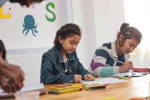 Ministerul Educatiei clarifica problema copiilor cu nevoi speciale: Vor fi sau nu infiintate clase speciale pentru acestia
