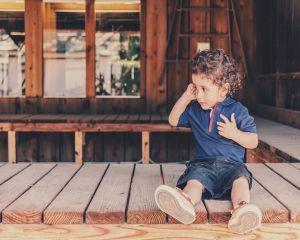 Migratia economica a parintilor afecteaza tot mai multi copii din Romania