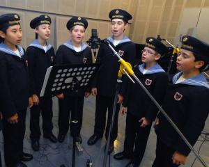 Noul smartphone LG G2 va reda muzica celebrului cor Vienna Boys