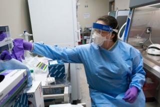 STUDIU: Cercetatorii arata ca masca, distanta sociala si spalatul pe maini CHIAR FUNCTIONEAZA