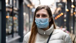 Ar trebui sa se teama tinerii de noul coronavirus?