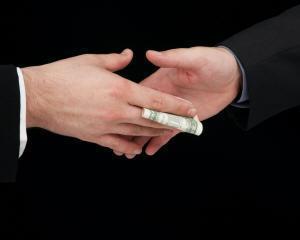Coruptia in crestere la nivel global forteaza consiliile de administratie sa-si redefineasca pozitia