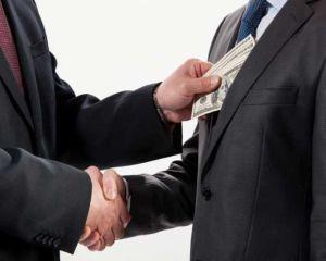 Studiu: 95% dintre companiile din Romania considera coruptia un fenomen larg raspandit