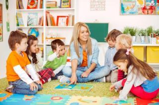 Fiecare copil inscris la cresa, la stat sau la privat, va primi 15.000 de lei pe an (proiect)