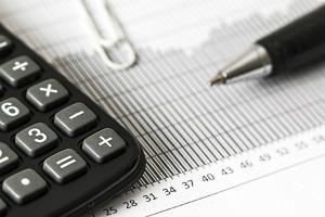 Guvernatorul BNR demoleaza estimarile PSD cu privire la cresterea economica si avertizeaza Guvernul ca trebuie sa ia masuri urgente