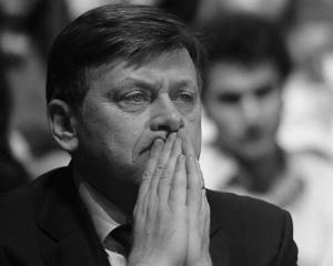 """Crin Antonescu: """"USL nu mai exista. Cerem demisia lui Victor Ponta"""""""