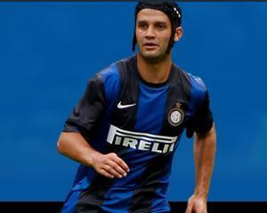 Becali: Chivu vrea sa ramana la Inter Milano