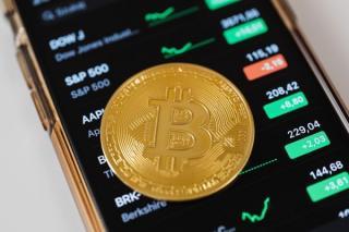 Bancherii avertizeaza: criptomonedele ar putea naste o noua criza similara celei din 2008