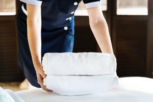 Hotelierii au ramas fara forta de munca: Turismul romanesc are un deficit de 100.000 de muncitori