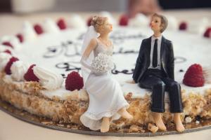 Romanii au ajuns sa se casatoreasca mai tarziu si sa divorteze mai greu
