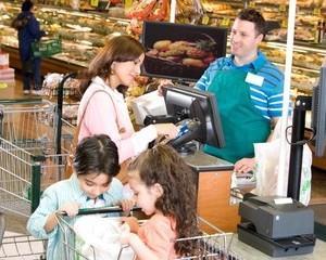 Zece recomandari ale Politiei Romane pentru siguranta cumparaturilor de Paste