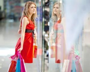 Obiceiurile de cumparare ale romanilor: de ce prefera bucurestenii mall-urile