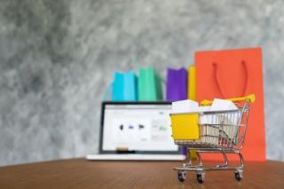 La nivel global, 1 din 5 consumatori a facut zilnic cumparaturi online in anul pandemiei. Dispar magazinele fizice?
