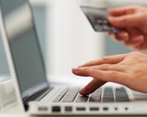Atentie: Nu folositi serviciile de transfer de bani pentru a plati bunuri achizitionate online! Craciunul e sezon de varf pentru fraude online